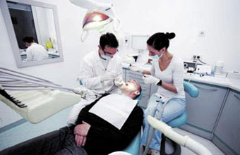 First aid training for Dental care professionals working in a dental practice